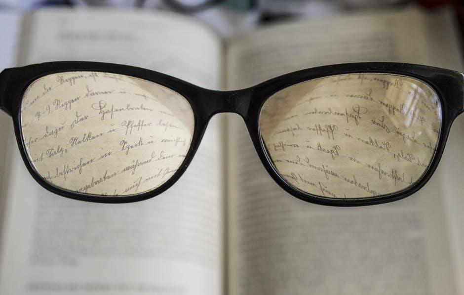 Imagem de óculos simbolizando o termo Miopia em Marketing