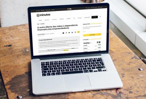 computador mac em cima de uma mesa e com uma página de site aberta sobre a materia O outro dilema das redes: a dependência financeira dos empreendedores no qual o Fernando Souza é um dos entrevistados